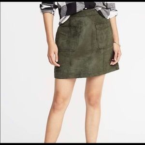 Old Navy Olive Green Suede Mini Skirt Pockets Sz 4